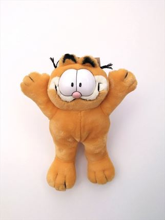 PELUCHE GARFIELD DE PIE BRAZOS ABIERTOS PLAY BY PLAY
