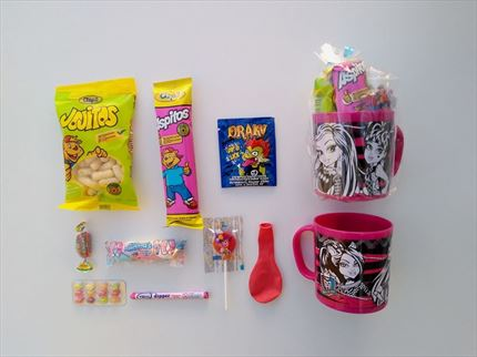 TAZA CON CHUCHES MONSTER HIGH